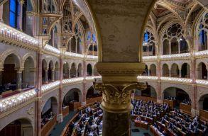 """Elfogadta az új kulturális törvényt a magyar Országgyûlés, de """"szelídebb"""" verzióban"""