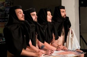 A diszkriminációellenes tanács megbírságolta a Pride Romania Egyesületet egy színházi elõadás miatt