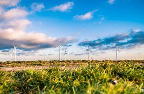 Timmermans: az EB 100 milliárd eurót biztosít a tiszta energiaforrásokra történõ átálláshoz