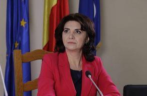 Bocsánatot kért a tanítónõt gyerekek és a sajtó elõtt megalázó oktatási miniszter