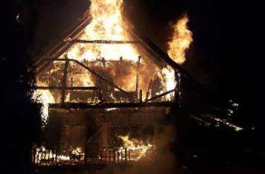 Porig égett egy menedékház a Kudzsiri-havasokban