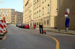 99 mobillal verte át a Google Maps dugójelzõjét egy német férfi