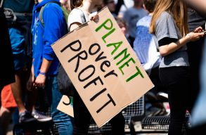 Gareth Dale: a fiatalokban, a klímatüntetések résztvevõiben látom a reményt