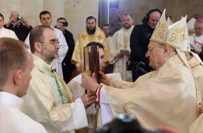 Püspökké szentelték, és az erdélyi római katolikus fõegyházmegye élére állították Kovács Gergelyt