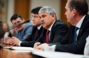 Szavazás a 2. Orban-kabinetrõl: az RMDSZ kivár, de kevés az esélye annak, hogy támogatnák