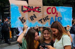 WHO: nem tudjuk megvédeni gyermekeinket a környezetszennyezéstõl és a káros reklámoktól