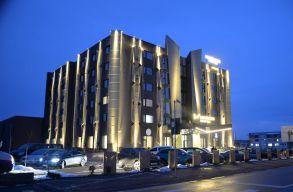 Odaadja a koronavírussal küzdõ orvosoknak négycsillagos szállodáját a moldvai egy méteres autópálya megépítõje