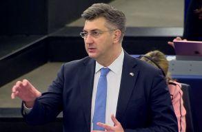 Horvátországban lemondott a fizetésérõl a kormány, Szlovéniában megduplázták az egészségügyi dolgozók bérét