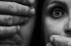 Hova fordulhatunk és mit tehetünk a családon belüli erõszak ellen a kijárási tilalom idején?