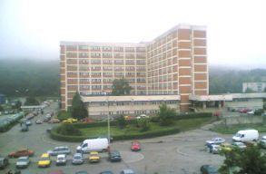 A Maros Megyei Sürgõsségi Kórház 51 dolgozója vonul otthoni elkülönítésbe, miután egy munkatársuk elkapta a vírust