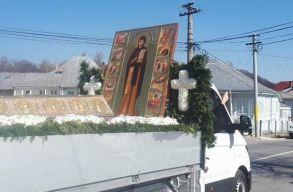 Szentek csontjait autókáztatták vasárnap az ortodoxok Bukarestben és Neamt megyében