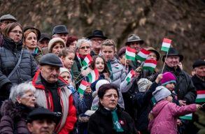 Legyen-e március 15 hivatalos ünnep a romániai magyaroknak? Errõl szavaz szerdán a képviselõház