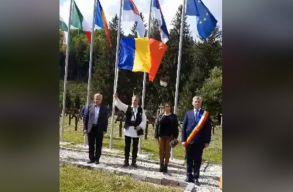 Román nacionalisták egy csoportja ünnepelt az úzvölgyi temetõben