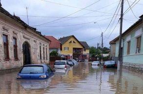 Több száz millió lejjel segíti a kormány az árvíz sújtotta megyéket
