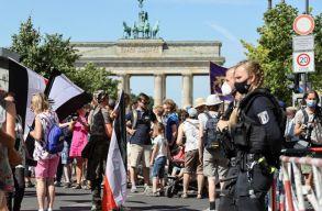 Több ezren tüntettek Berlinben a járványügyi korlátozások ellen