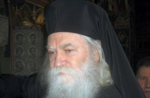 Az új sucevai érsek megtiltotta a papjainak, hogy illegális dohány-, temetõ- és fabizniszben utazzanak