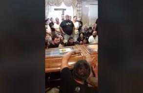 Bandaháború kirobbanásától tartanak a klánvezér meggyilkolása után Bukarestben