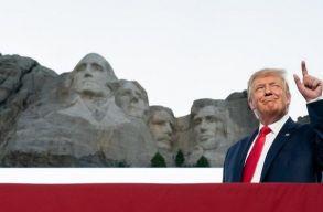 Trump állítólag fel akart kerülni a Rushmore-hegyre. Az elnök szerint ez nem igaz, de nem rossz ötlet
