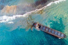Ökológiai katasztrófa fenyeget Mauritius partjainál: kettétört egy kõolajszállító hajó