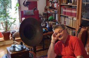 """""""Ólomcivilekkel"""" játszotta újra könyvében Erdély megcsonkulásának történetét Hajdú Farkas-Zoltán. Interjú"""