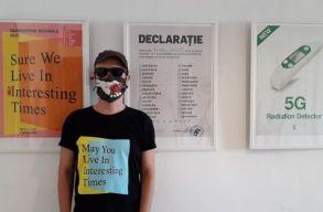 CAPSLOCKDOWN: plakát által homályosan. Benedek Levente kolozsvári kiállításán jártunk.
