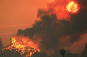 Hatalmas erdõtûz tombol Los Angeles közelében, több helybélit evakuálni kellett