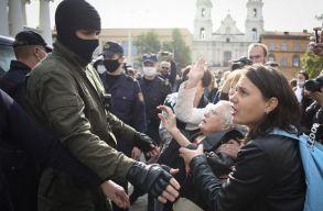 Kicsoda a 73 éves dédnagymama, a minszki tüntetések legidõsebb hõse?