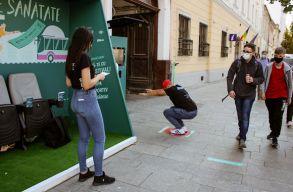 Húsz guggolással is lehet buszjegyet kiváltani Kolozsvár belvárosában