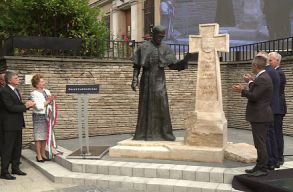 Márton Áron szobrot lepleztek le Kaposváron, ami közben Kövér László szentté avatta az erdélyi püspököt