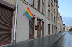 LMBTQ-zászlót tûztek ki a Pussy Riot tagok, õrizetbe vették õket