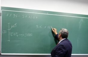 Politikamentesítené az iskolákat az USR