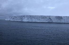 A világ legnagyobb jéghegyének tanulmányozására szervezõdött kutatócsoport
