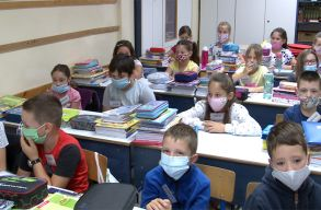 Tanügyminiszter: az iskolában külön órák lesznek az elmaradt tananyag pótlására