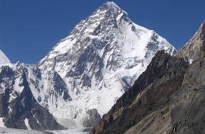 Elõször mászták meg télen a világ második legmagasabb hegyét, a K2-t
