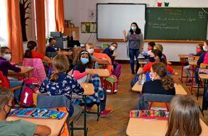 Hozta a formáját a romániai oktatás: egy nappal a határidõ elõtt módosították a 9. osztályosok beiskolázását