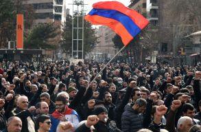 Utcai összecsapások Jerevánban: az örmények a miniszterelnök lemondását követelik