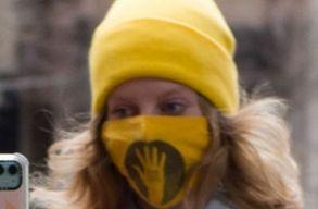 Késsel akarta levágni a SZFE-maszkot egy nõ arcáról egy férfi Budapesten