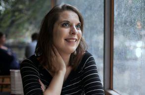 Kalapos Éva Veronika: Fel sem merült, hogy nõként kevesebb lennék, mint bármelyik férfi író