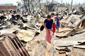 Körülbelül ötvenezer rohingja menekült maradt hajlék nélkül egy hatalmas tûzvész miatt, az ENSZ 14 millió dolláros segélyt küld