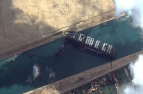 Még mindig nem sikerült kimozdítani a kedd óta csatornába szorult óriási hajót