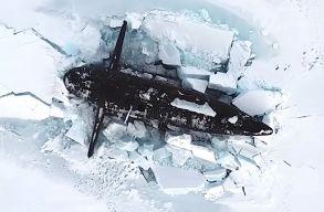 Három orosz atom-tengeralattjáró tört felszínre a jég alól az Északi sarkon