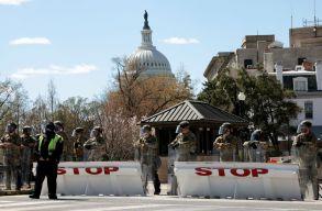 Frissítve! Késes támadás volt a Capitoliumnál, egy rendõr meghalt - lezárták a környéket