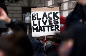 BLM: rendõrök lõttek le egy fekete férfit Minneapolisban, kiújultak a tüntetések