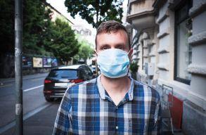 Maszkviselésre buzdítják egymást a járványtagadók, hogy az oltottaktól védjék magukat