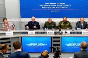Sajtótájékoztatót tartott a belarusz hatóság a repülõ eltérítésérõl, Prataszevics is ott volt