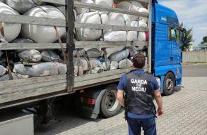 Négy tonna illegális hulladékot próbáltak behozni a csengersimai határátkelõn