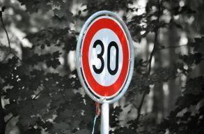 Csak max 30 km/órával lehet közlekedni nemsokára a világ egyik nagyvárosában!