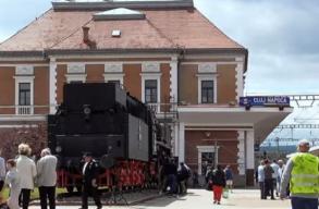 Kérvényt tett le a kolozsvári RMDSZ és az USR PLUS, hogy többnyelvû helységnévtábla legyen az állomásnál