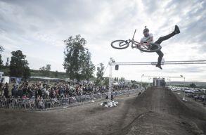 Dirt on Fire: BMX-f�v�ros lesz Cs�kszered�b�l