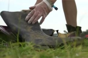 A Patar�ten k�t�ttek ki a Glastonbury fesztiv�lon otthagyott gumicsizm�k